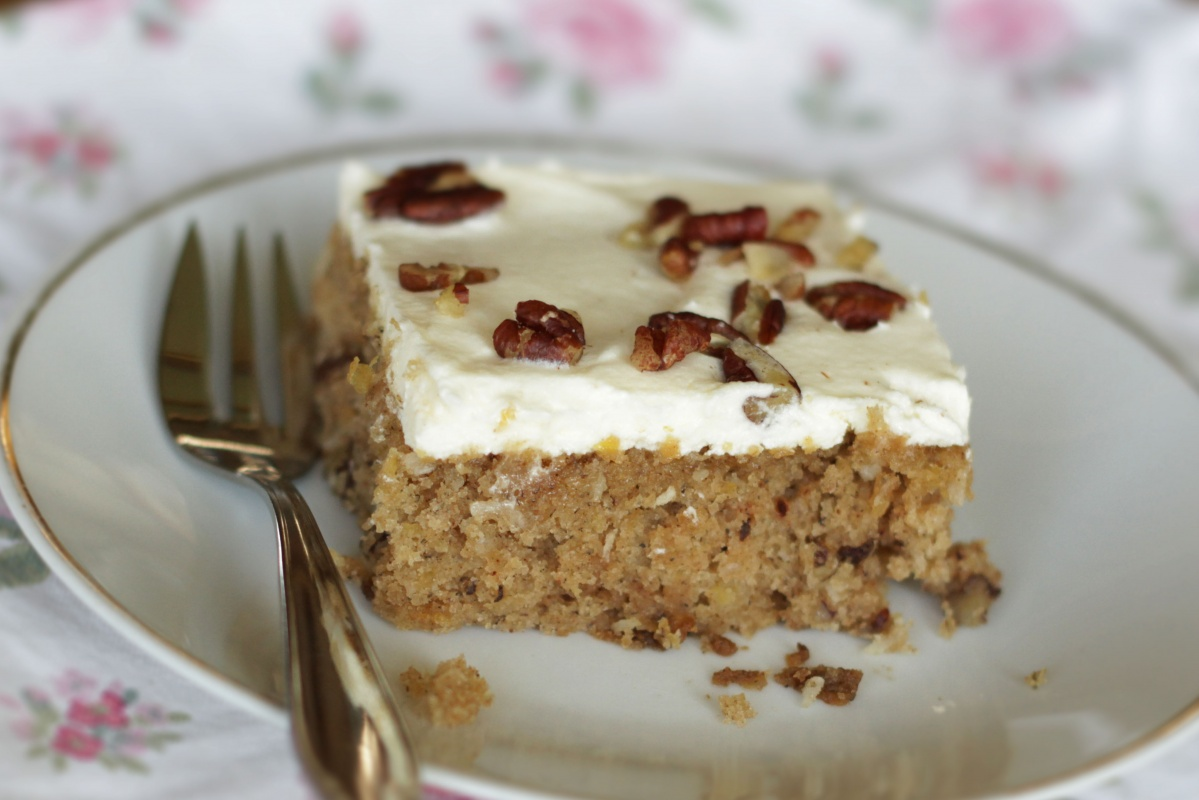 Hummingbird Cake ~ Living on Cookies